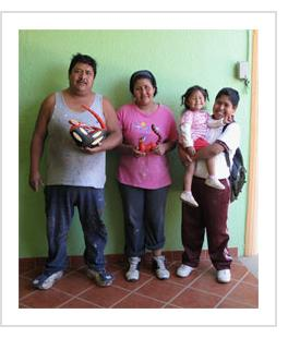 Armando Jimenez, Antonia Carrillo and their children. Arrazola, Oaxaca, 2010. (Photograph © Anthony Hart Fisher, 2010)