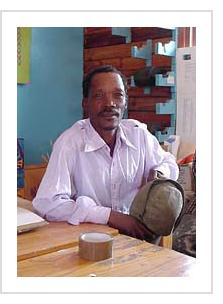 Gamnqoa Kukama (b. 1955) (photo from Kuru Kalahari website).