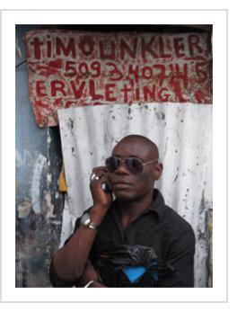 Guyodo outside Timoun Klere studio. (Photograph © Anthony Hart Fisher 2014).