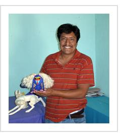 Moises Jimenez with Mandrill sculpture. Arrazola, Oaxaca, 2010. (Photograph © Anthony Hart Fisher, 2010)