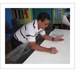 Ignacio Fletes Cruz sketches his hand on mural at Centro de Estudiantes, April 8 2011.