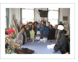Class photo with Gasali. Indigo workshop. (Photograph © Jane Uptegrove 2012).