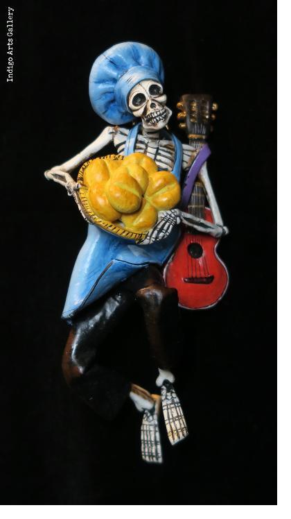 Calavera baker - Retablo figure