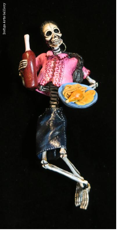 Calavera with dinner - Retablo figure