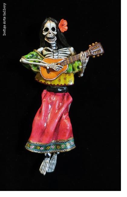 Calavera con Guitarra - Retablo figure