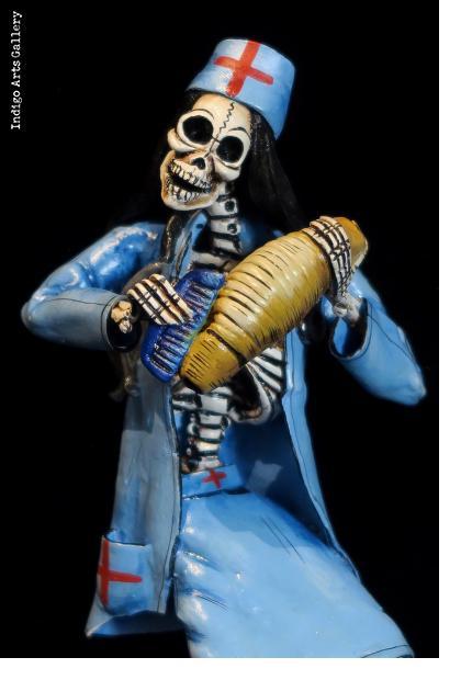 Doctora/Musica de Muerte - Retablo figure