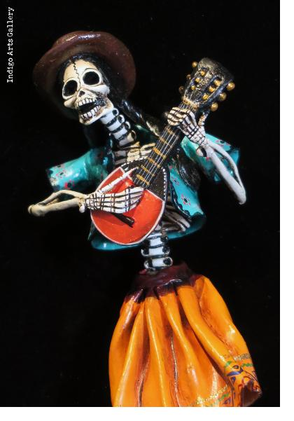 Lute Player of the Dead - retablo figure