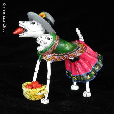 Heart-seller Dog of the Dead - Retablo Figure