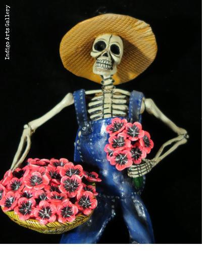 """""""Calavera con Flores"""" - retablo figure"""