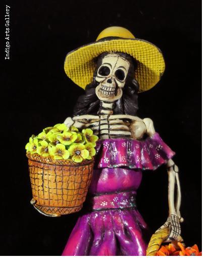 """""""La Catrina con Flores"""" - retablo figure"""