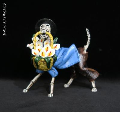 Calavera Flower dog - retablo figure