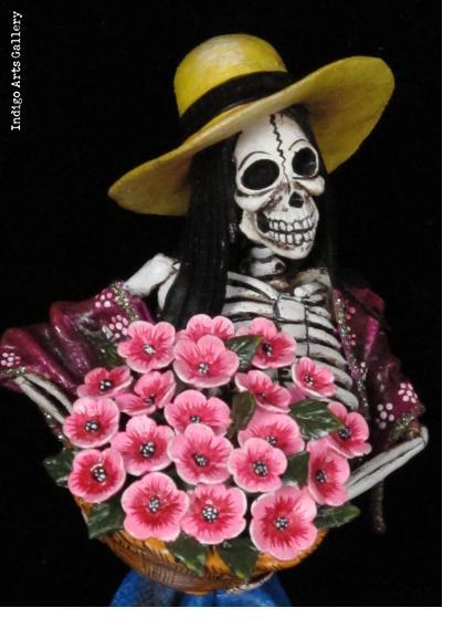 Nina de las Flores - Retablo figure