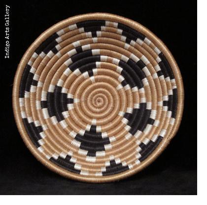 Diamond Burst pattern basket - Tea with tea border - Small