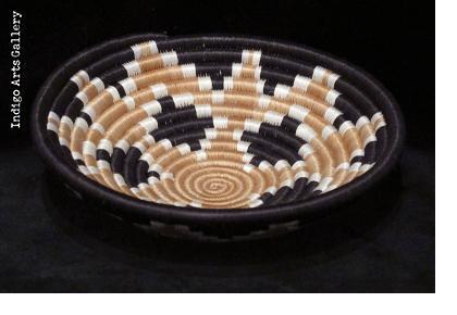 Diamond Burst pattern basket - Tea with black border - Small
