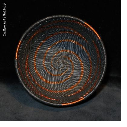 Imbenge - Small Zulu Wire Basket - Black and Copper