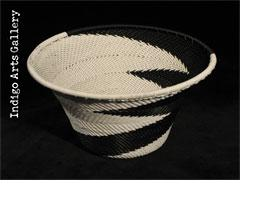 Imbenge - Small Flared Bowl (black and white)
