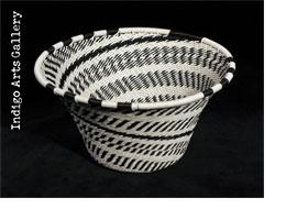 Imbenge - Small Flared Bowl (black and white)